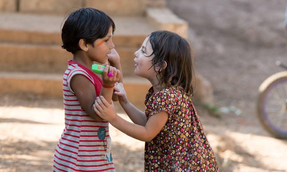Tasnim lebt mit ihren Geschwistern in einem libanesischen Flüchtlingslager